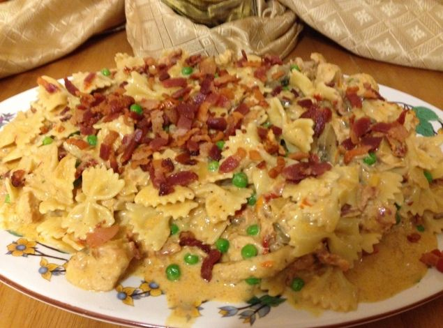 Copycat Cheesecake Factory Chicken and Farfalle with Roasted Garlic Sauce