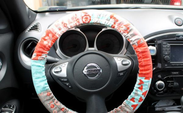 Capa para volante em tecido protege e deixa o interior do carro mais bonito (Foto: modabakeshop.com)