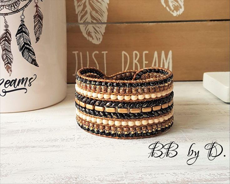Manchette large en cuir et perles. Bracelet Wrap multi-rangs femme style bohème hippie chic. Couleurs Noir Picasso, doré, beige