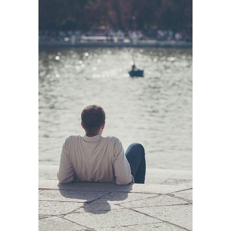 Necesitamos momentos de paz y tranquilidad . . . #españa #Madrid #parque #retiropark #Color #otoño #sol #streetphotography #photooftheday #fb