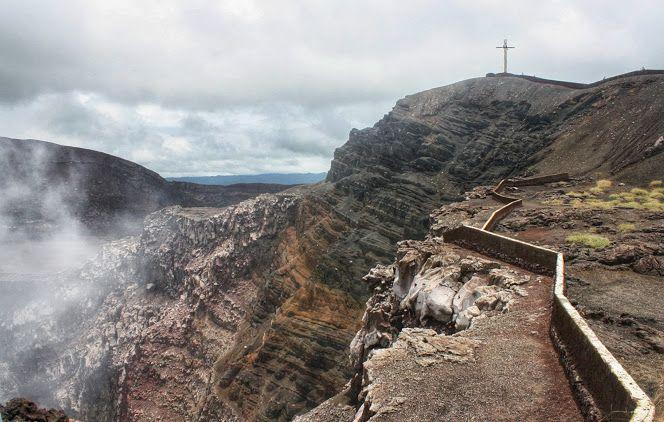 El #volcán #Masaya registró ayer una serie de #sismos que obligó a las autoridades a cerrar el parque, mientras que el #Momotombo volvió a expulsar lava. #Nicaragua #noticias_nicaragua