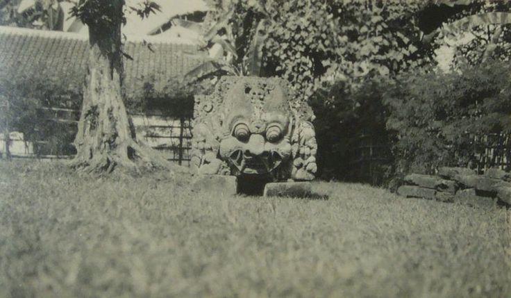 Kala kop bij Candi Kidal Malang 1922.