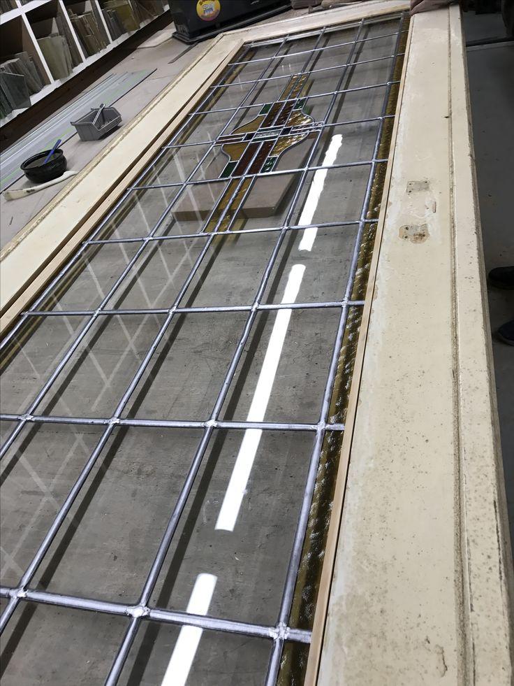 Mammoetoudebouwmaterialen.nl | jaren 30 Kamer en suite deuren volledig glas in lood gerestaureerd.