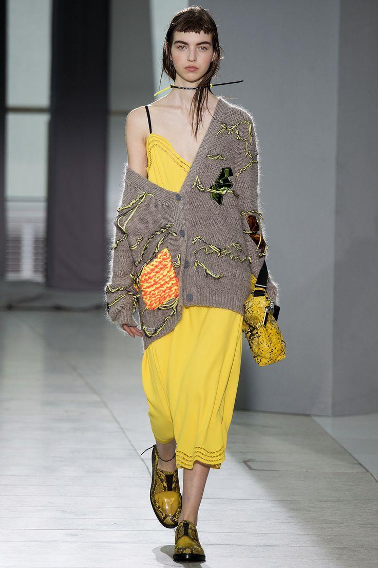 Christopher Kane Spring 2016 Ready-to-Wear Fashion Show - Nastya Abramova