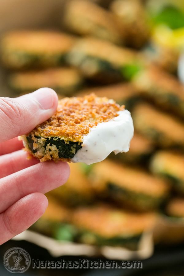 Crisp Zucchini Bites with Garlic Aioli Dip (you have to try these!) @natashaskitchen - switch out Greek yogurt for the mayo to make these healthist