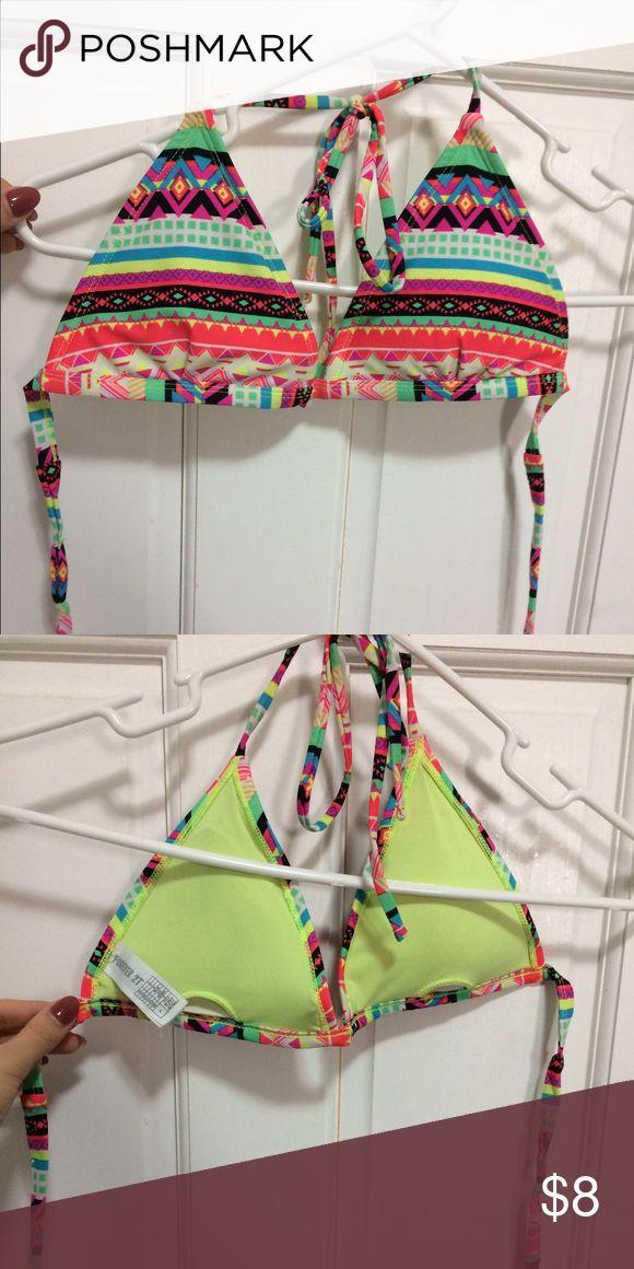 Bikini top Fun Aztec print, triangle bikini top with removable padding. Super cute, like new. Forever 21 Swim Bikinis