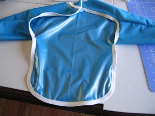 Free pattern for a long-sleeve bib made out of waterproof PUL.