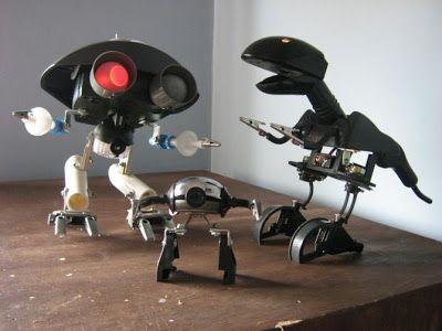 Robots con material reciclado.