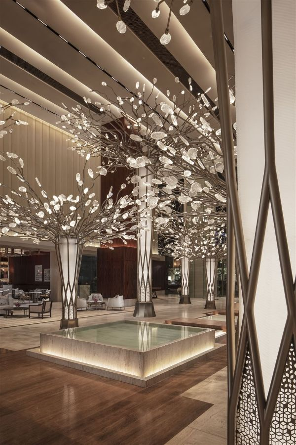 In The Lobby Of The Mandarin Oriental Dubai Preciosa Has Created