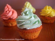 Ooomnomnomnom !: Kolorowy krem do cupcakes z serka mascarpone - dekorowanie babeczek