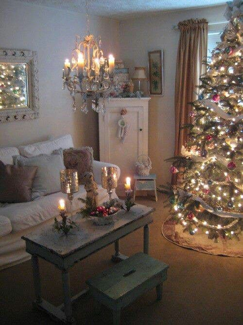 Living Rooms Decorated With Larrge Round Coffee Tables: Beautiful Living Room Christmas Tree