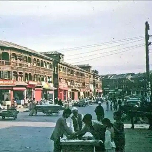 1980s Hari Singh Higher Street Srinagar #srinagardiaries #kashmir #kashmirdiaries #kashmiripics #kashmiri #markets #building #pic #picoftheday #insta #instagood #instadaily #instamood #instagrammers #like #follow . . . Follow for more pics…..