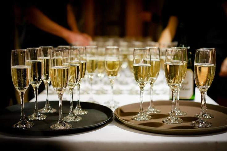 Specjalnie dla was przygotowałam 8 oryginalnych drinków opartych o szampan, które sprawią, że dosłownie rozsmakujecie się w zabawie sylwestrowej.