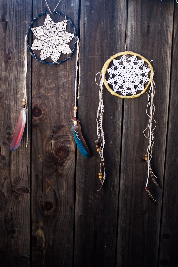 Make your own dreamcatchers using vintage doilies it is for Easy homemade dream catchers