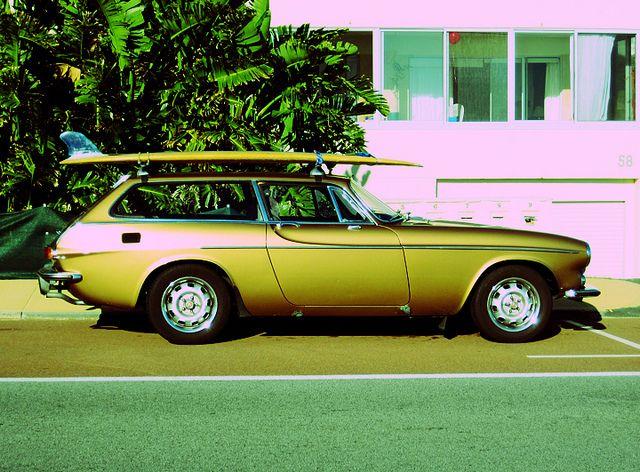 Volvo P1800 ES w/surfboard / via hannah katarski, flickr
