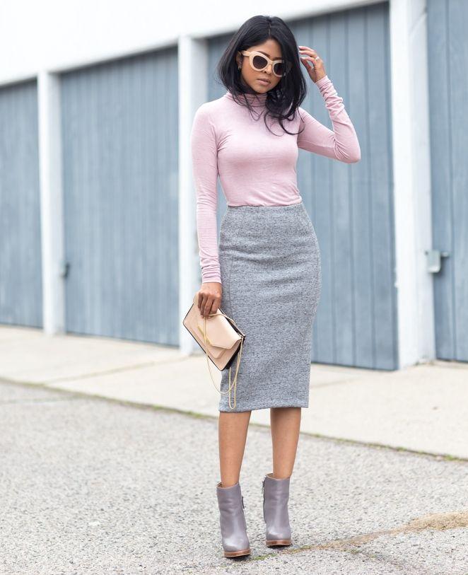 Серая юбка карандаш в сочетание с розовой водолазкой