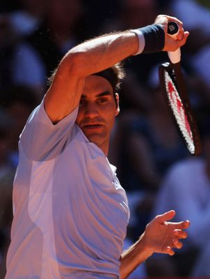 3. Roger Federer. US Open Singles Titles:Five (2004, 2005, 2006, 2007, 2008). Roger Federer is the only player, male or female, to win 5 straight US singles titles in the Open Era. When he faced No 6-seeded Juan Martin del Potro in the 2009 US Open finals, the top-seeded Federer was favored to win his 6th straight crown, which would have tied Bill Tilden's all-time record of consecutive US titles.