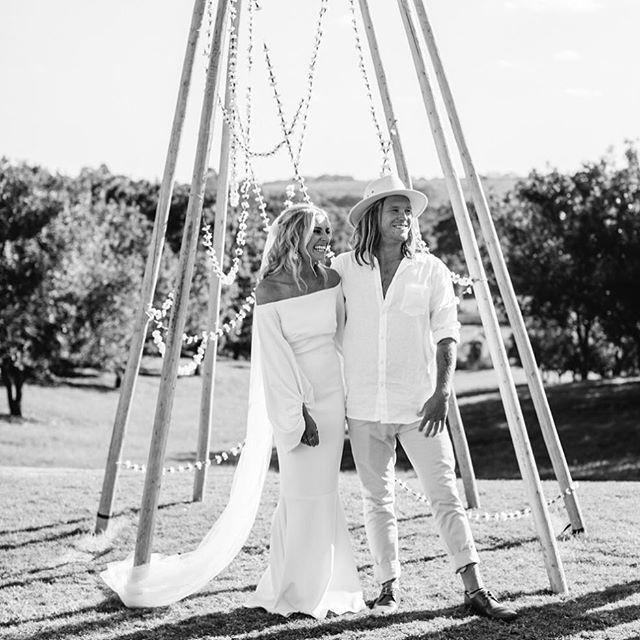 """Love this """"naked tipi"""" arbour set up created by @byronbaytipiweddings and @bowerbotanicals for Ange and Matt's wedding here not long ago... Amazing images all catered by @ameliafullarton #nakedtipi #weddingarbour #weddingceremony #weddingphotographer #weddinginspiration"""