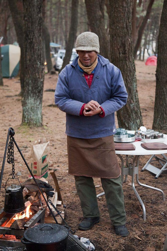 [達人キャンプ料理 vol.18]ぐつぐつ煮込む本格的!アグー豚のディナーレシピ3選「豆のポタージュ」「アグー豚スペアリブのワイン煮込み」「アグー豚のペンネボロネーゼ」|URABUS ウラバス