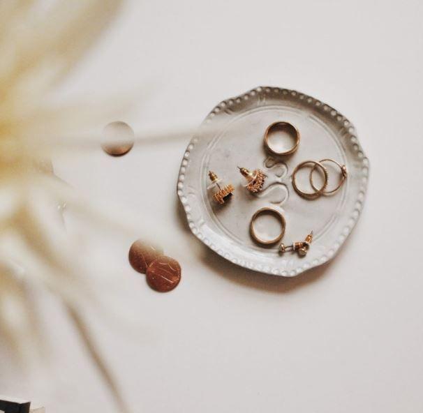 أفكار تغليف هدايا ذهب بتصاميم مميزة وفخمة Jewelry Picture Selling Jewelry Discount Jewelry