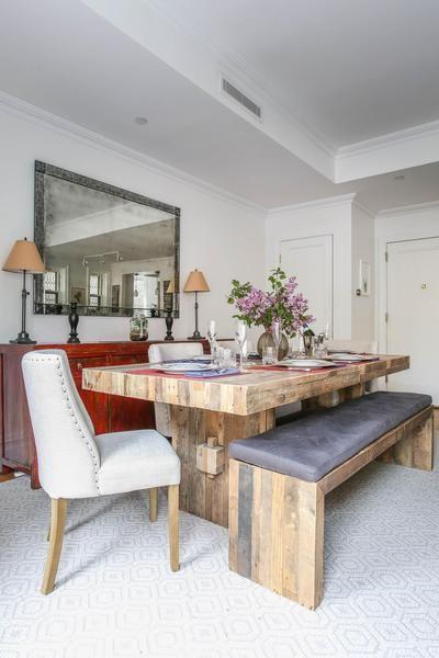 Esta mesa y banco de #madera recuperada quedan espectaculares en este apartamento neoyorquino • Brooklyn Bridge Park, rental house at onefinestay