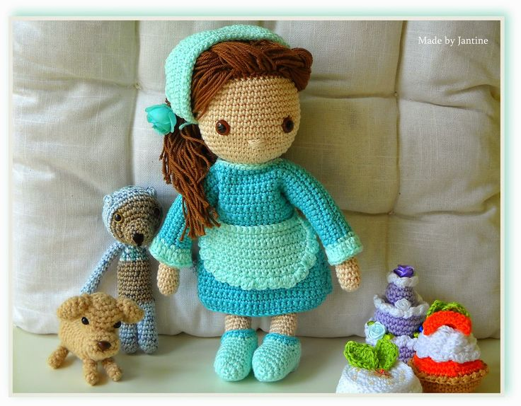 Isabella - My crochet doll - Mijn gehaakte pop - dog - bear - petit four