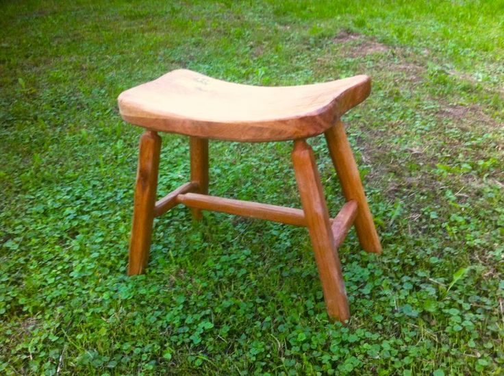 Venkovní dubový stůl s lavicemi na ZŠ Dědina - Ateliér Tilia - umělecké dřevořezby, muzikoterapeutické nástroje, metalofony, litofony, lyry, nábytek, dřevěné rámy a doplňky