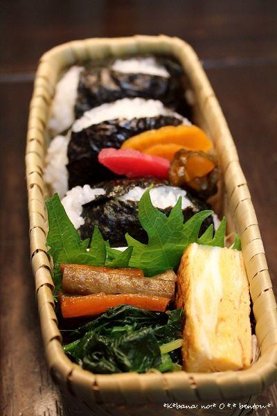 Authentic Japanese BENTO Box Lunch, Onigiri Rice Ball, Tamagoyaki Egg Omelette, Kinpira Root Veggies, Boiled Spinach Ohitashi and Tsukemono Pickles|心温まるおにぎり弁当