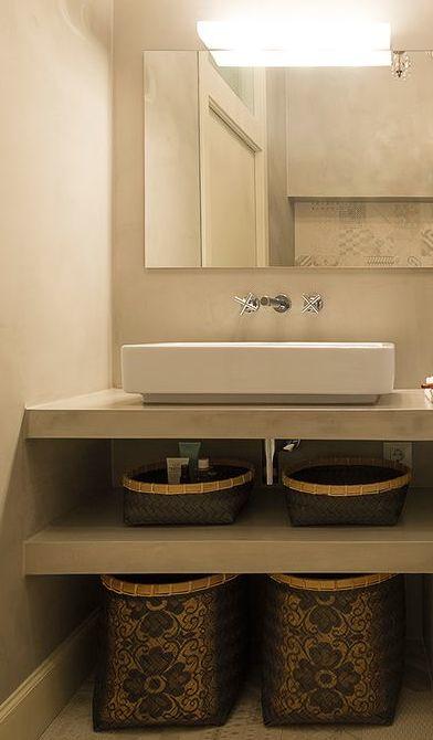 esempio di piano lavabo con ripiano inferiore