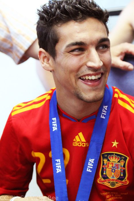 Jesus Navas <3!! Mita, don't forget to ask Gabby for Plath's number! Thanks! :D