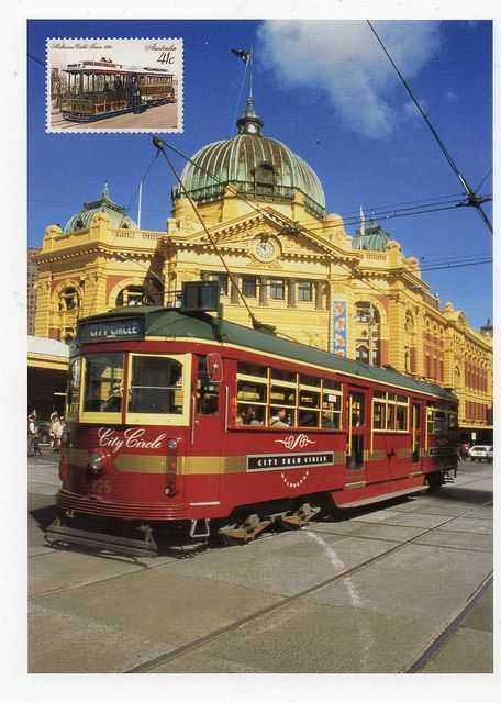 City Circle Tram, with Flinders Street Rail Station in background. Melbourne, Australia