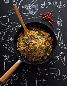 Nouilles chinoises sautées au porc et gingembre - ELLE