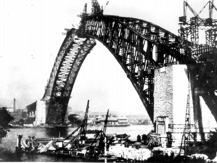 Sydney Harbour Bridge under construction.