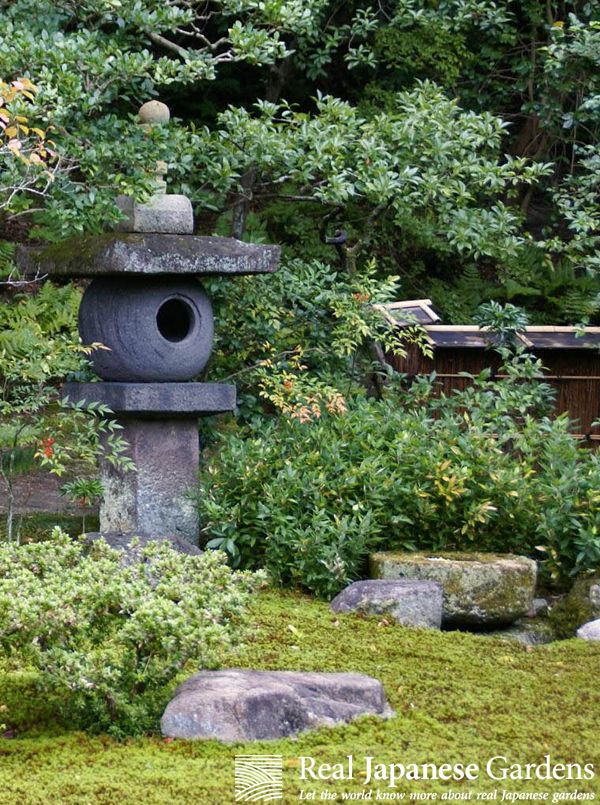 Korean Lantern - Stone lanterns in the Japanese garden of the Sento Gosho Imperial Palace (仙洞御所) in Kyoto - click here to see the eBook ($1.95) http://www.japanesegardens.jp/gardens/famous/000047.php