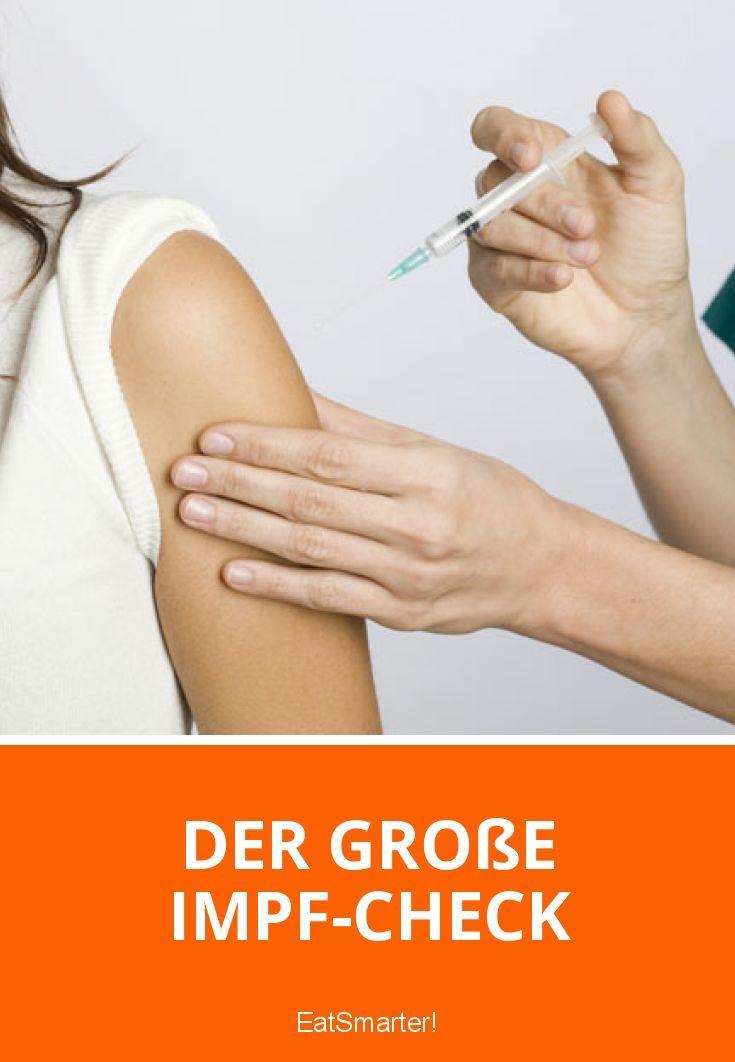 Du solltest regelmäßig in dein Impfbuch schauen und überprüfen, ob noch alles aktuell ist! Wir verraten dir, worauf es dabei ankommt! | eatsmarter.de