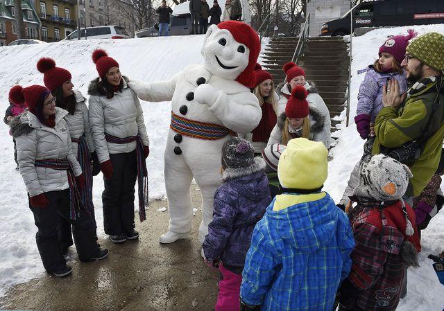 Visite du Bonhomme carnaval et des duchesses sur la terrasse Duferin, le samedi 20 decembre 2014.