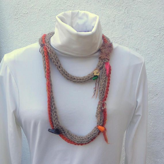 Fiber jewellery Knitted strain necklace wooden beads