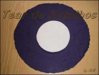 Círculo de isopor e círculo de tercido para fazer o tear de Nhanduti