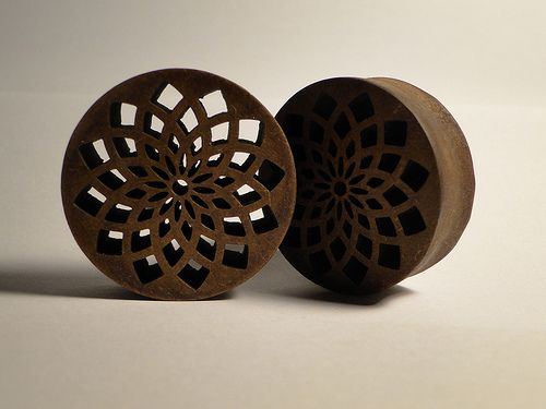Wooden carved flower plugs - 10mm