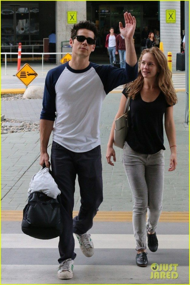 1. They straight-up slay those airport paparazzi photos | 15 Times Dylan O'Brien And Britt Robertson Were Relationship Goals