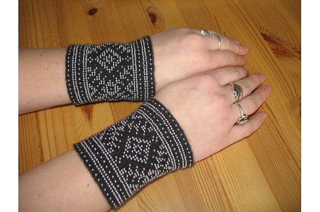 Latvian beaded wrist warmers/ Mauči