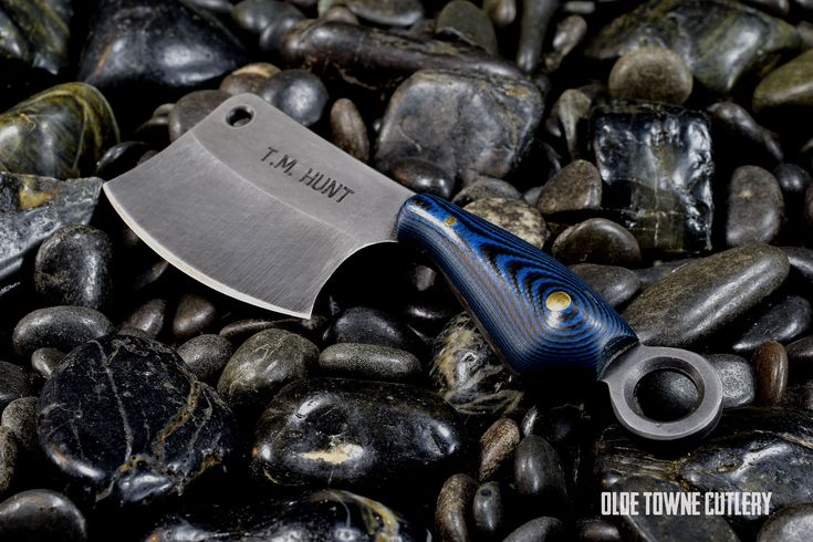 Being a keychain-sized tool, this might be the cutest thing in the entire cutlery industry. But this T.M. Hunt Custom Knives Leavit Cleaver is no joke with its razor sharp cleaver. Learn more about this one-of-a-kind tool. #customknives #knives #cleavers