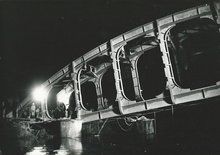 Mercenaires au Katanga sabotage d'un pont sur la rivière Lusudi près Mutschatcha 1963