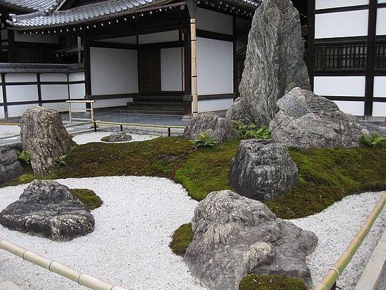 17 best images about zen garden on pinterest gardens for Big white rocks for garden