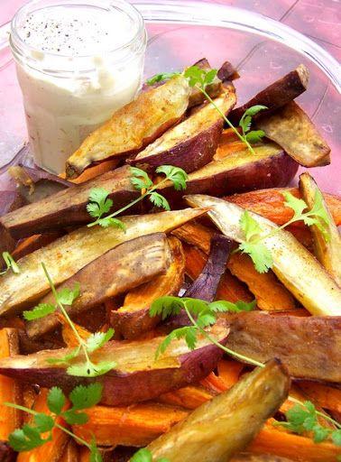 Ottolenghi: Patate douce rôtie Et une recette d'Ottolenghide plus au compteur, une, grâce à cette patate douce rôtie !Des bâtonnets de patate douce longuement cuits au four, à tremper dans une petite sauce fraîche et parfumée, franchement qui voudrait des frites-mayo à la place de ce délice? Pour le mode d'emploi, c'est simplissime: – Patate douce en quartiers, au four à 180 degrés, avec de l'huile d'olive dessus et de la coriandre en poudre – Laisser cuire 40 minutes en tournant de temps…