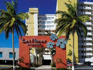 Suites Las Flores - I stayed here in 1987.  Mazatlan has changed quite a bit since then.