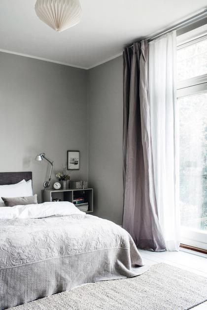 Οι… πενήντα αποχρώσεις του γκρι έγιναν η βάση για μια φωτεινή κατοικία στο Taarbaek της Δανίας.