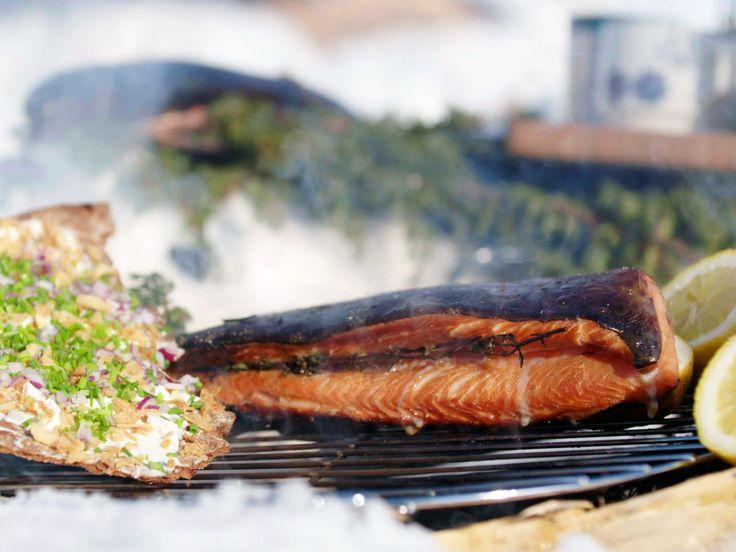 Enrisrökt röding på rostat lök-knäckebröd | Recept från Köket.se