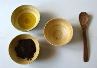 Une petite baisse de libido ? Pas de panique, ce n'est pas si grave !  Pour stimuler votre désir et retrouvez votre fougue d'antan, utilisez la fleur des fleurs… l'huile essentielle d'Ylang-Ylang : un puissant aphrodisiaque naturel.