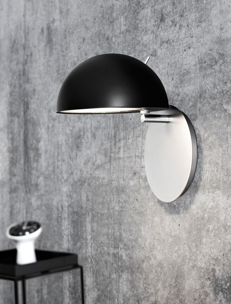 Die Lightyears Radon schwarz Wandleuchte gibt's bei www.flinders.de #schönelampen #wandleuchte #danishdesign